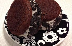 Cookies & Cream Cupcakewich