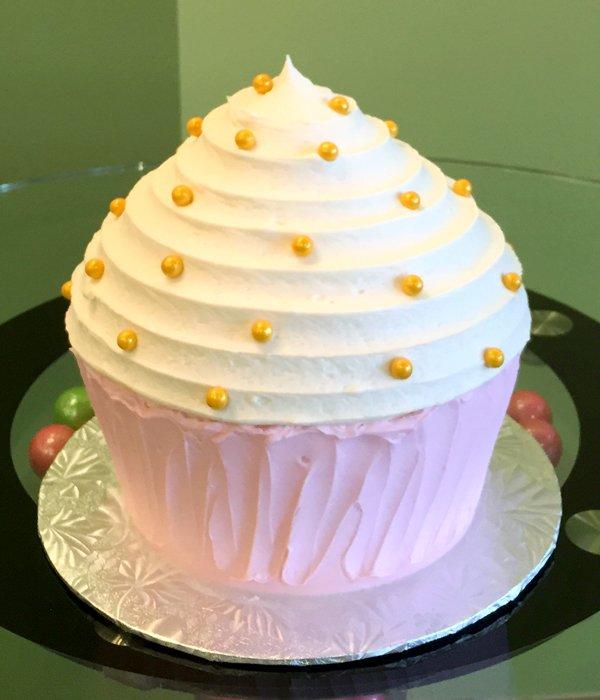 Giant Cupcake Cake – Classy Girl Cupcakes