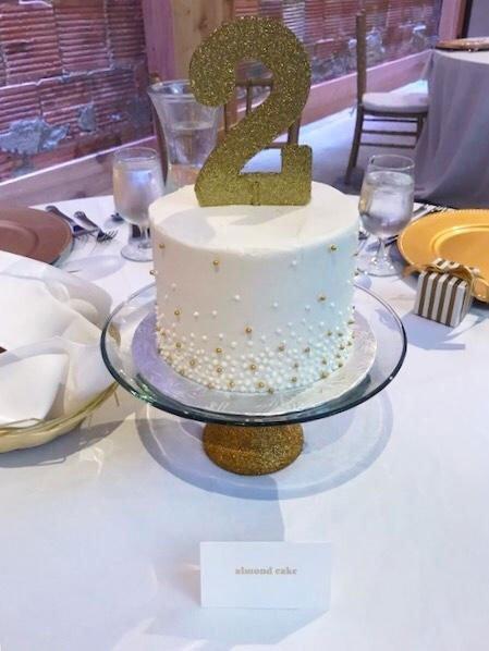 Atrium Shorewood Wedding Cake Centerpieces
