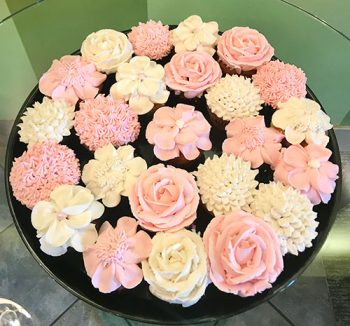 Decorated Cupcake Party Tray - Assorted Flower Pink & White