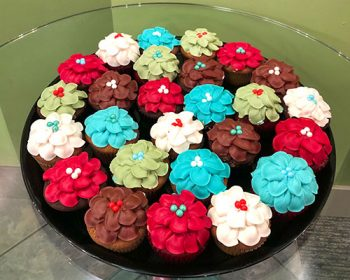 Decorated Cupcake Party Tray - Flower Petal