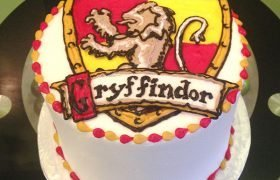 Harry Potter Shield Layer Cake - Gryffindor