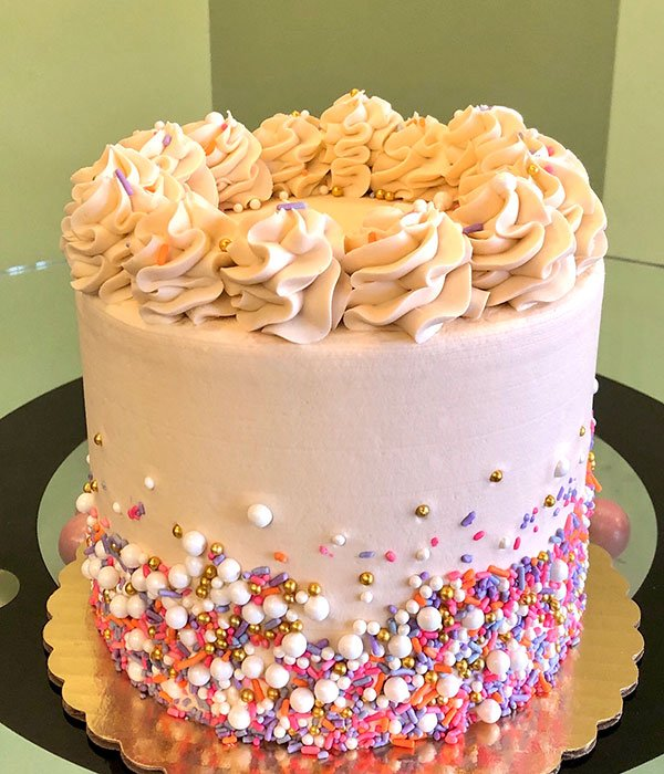 Sprinklefetti Layer Cake
